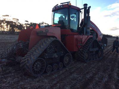 Photo 2. CASE IH STEIGER 535 QUADTRAC tracked tractor