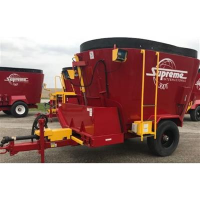Photo 1. SUPREME 500T mixing wagon