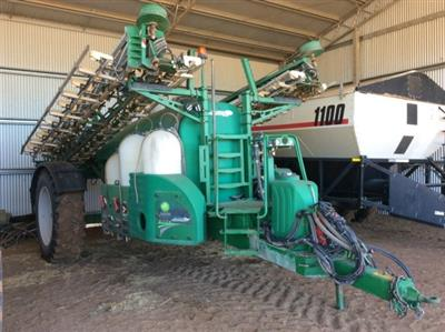 Photo 1. Goldacres EF6500 boom sprayer
