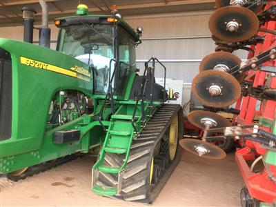 Photo 1. JOHN DEERE 9520T tracked tractor