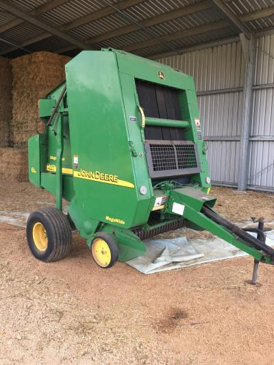 Photo 1. John Deere 467 round baler