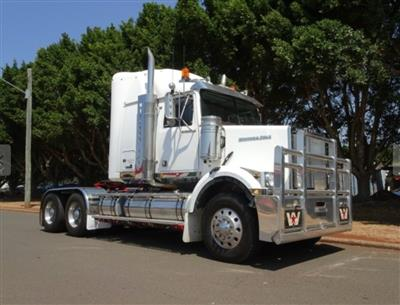 Photo 1. Western Star 4864FX 4800FX prime mover