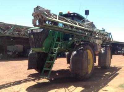 John Deere R4045 self propelled sprayer
