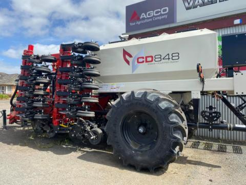 Bourgault CD848 cultivator