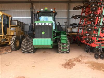 Photo 2. JOHN DEERE 9520T tracked tractor