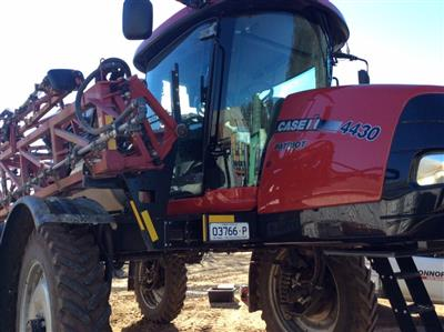 CASE IH 4430 self propelled sprayer