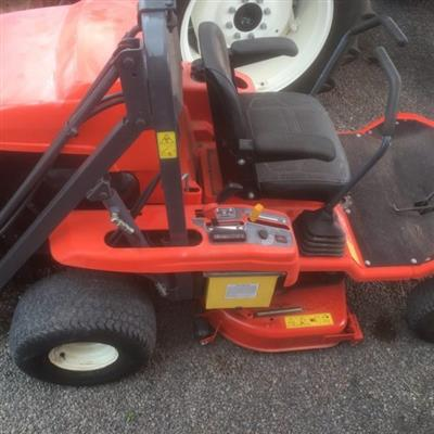 Photo 2. KUBOTA GZD15 zero turn mower
