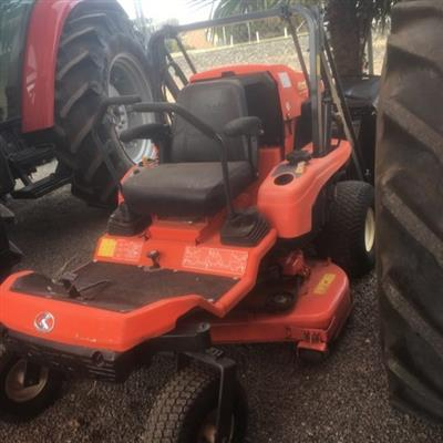 Photo 3. KUBOTA GZD15 zero turn mower