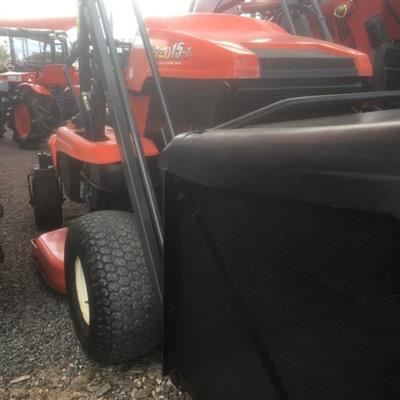 Photo 4. KUBOTA GZD15 zero turn mower