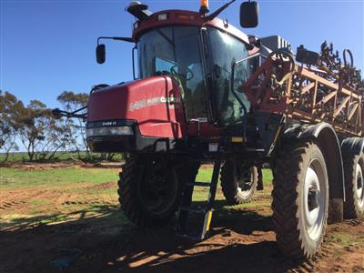 CASE IH SPX4420 self propelled sprayer
