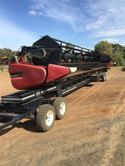 Photo 1. CASE IH 3152 & 4 AXLE TRAILER harvester front