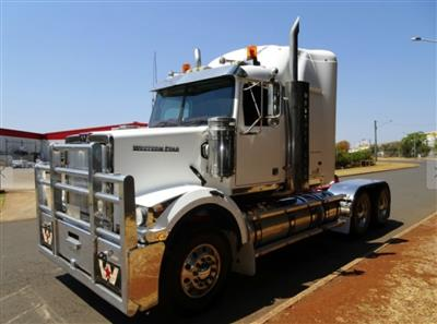 Photo 4. Western Star 4864FX 4800FX prime mover
