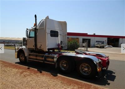Photo 5. Western Star 4864FX 4800FX prime mover