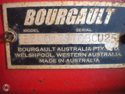 Photo 2. Bourgault 8800 seed bar