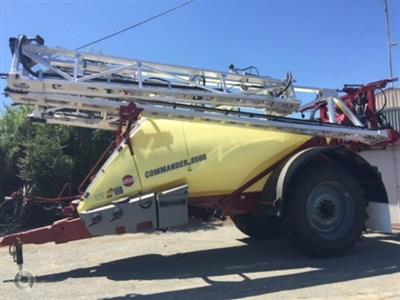 Photo 2. Hardi 8500 boom sprayer