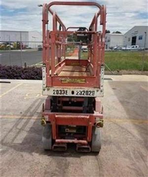 Photo 2. JLG 2033E scissor lift