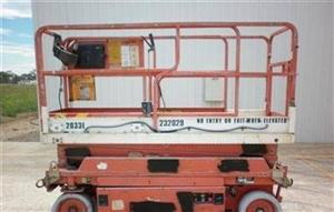 Photo 3. JLG 2033E scissor lift