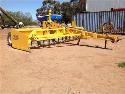 Photo 1. LN Series Land Leveller from S. Houle