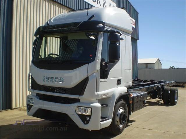 Photo 3. Iveco Eurocargo ML160 Cab Chassis truck