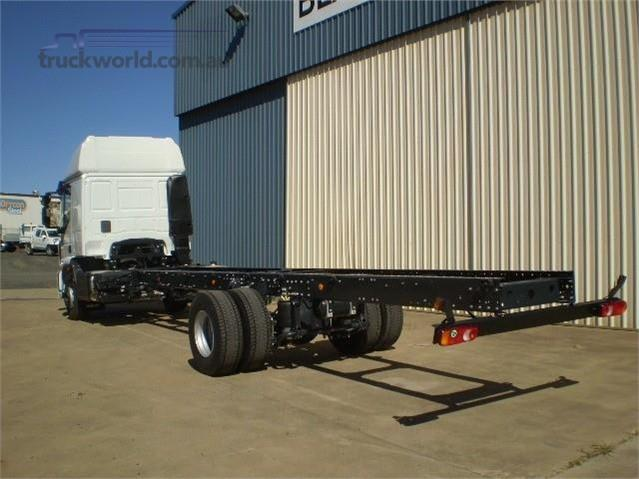 Photo 4. Iveco Eurocargo ML160 Cab Chassis truck