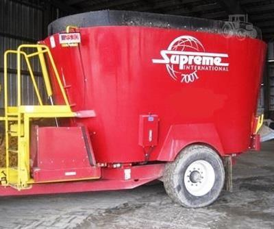 SUPREME INTL 700T feed mixer